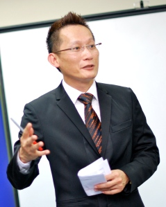 Lonnie Sik, Founder of EduSpiral Consultant Services, has more than 20 years of experience in counseling students and helping them to choose the right course and university