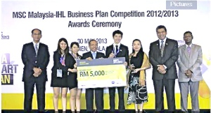 UCSI University students Chew Pei Xin (second from left), Jasmine Lum (third from let), Lim Wai Hing (fifth from left), and Faculty of Business & Information Science lecturer Ms. Eva Lim (sixth from left) posing for a group photo after bagging the first runner-up prize.