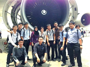 """EduSpiral provided advise through Facebook and helped me with my application and scholarship at Nilai University."" Wai Hoe with his coursemates studying the Diploma in Aircraft Maintenance Engineering at Nilai University"