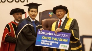 Choo Yau Sean, Nilai University Accounting & Finance degree graduate wins the BDO Award