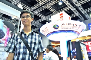 I met EduSpiral at the Education Fair and he helped me to filter all the information from the universities and choose the best university that fit me.