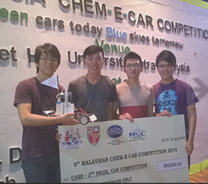 UCSI University Chemical Engineering students Chong Jeunn Hao, Soh Wei Ming, Tan Kuan Leong and Ho Lup Fai bagged first runner-up and RM2,000 at the 9th Malaysia Chem-E-Car Competition 2014.