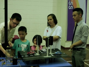 Yip Chee Hoe (Far Right) viewing the demonstration by fellow Final Year Engineering student