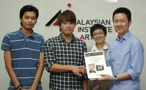 Malaysian Institute of Art (MIA) Textile and Fashion Design students Andrew Low, Firdaus Salleh, Lim Yi Hong and Hor Lai Kuan were the 1st prize winners in the Creative Art category of the Malaysia Footwear Design Competition